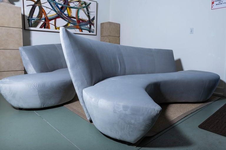 20th Century Pair of Vladimir Kagan Bilbao Serpentine Sofas For Sale