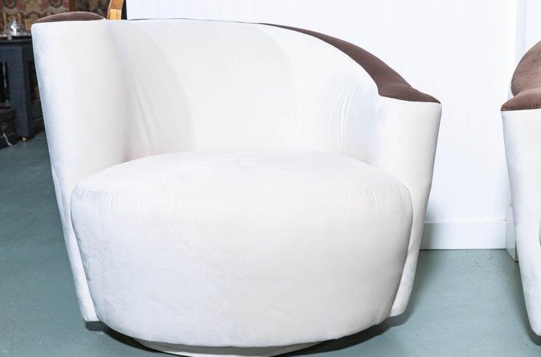 Art Deco Pair of Midcentury Vladimir Kagan Nautilus Swivel Chairs For Sale