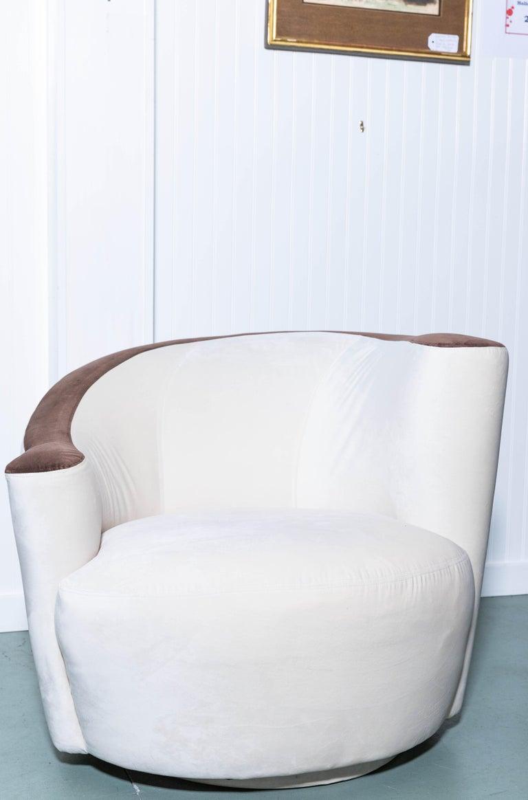 American Pair of Midcentury Vladimir Kagan Nautilus Swivel Chairs For Sale