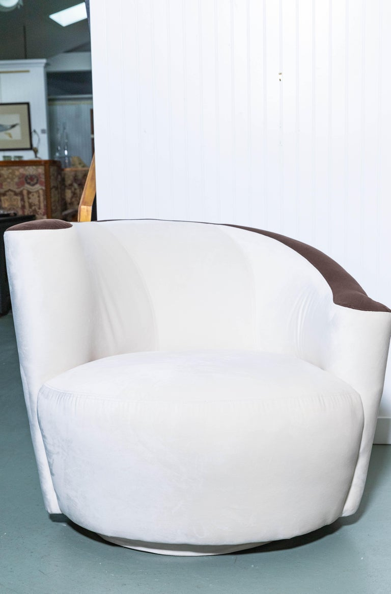 Pair of Midcentury Vladimir Kagan Nautilus Swivel Chairs In Good Condition For Sale In Southampton, NY
