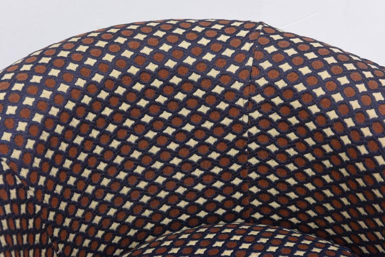 Mid-Century Modern Milo Baughman Swivel Chair with Walnut Base, 1970s, USA For Sale