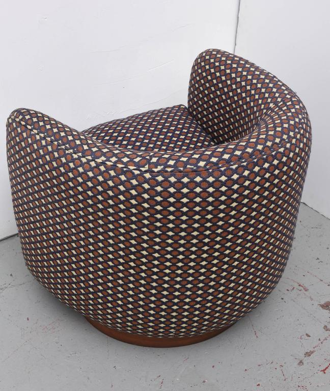 Milo Baughman Swivel Chair with Walnut Base, 1970s, USA For Sale 2