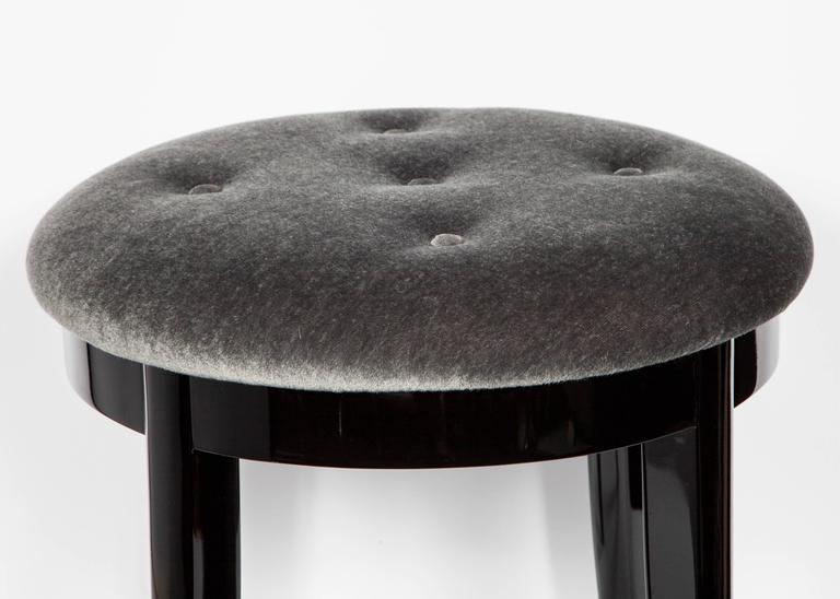 Lacquered Elegant Art Deco Vanity Stool in Black Lacquer and Grey Mohair For Sale