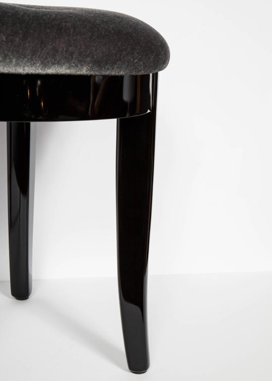 20th Century Elegant Art Deco Vanity Stool in Black Lacquer and Grey Mohair For Sale
