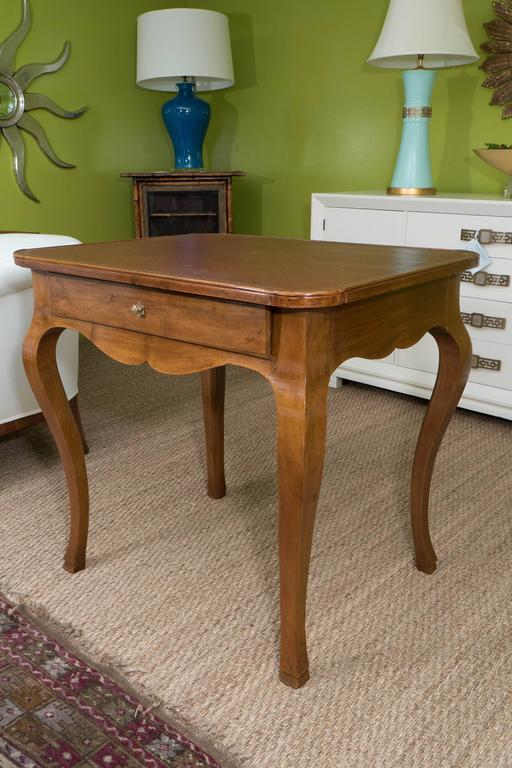 French Louis XV Style Writing Table In Excellent Condition For Sale In New York, NY