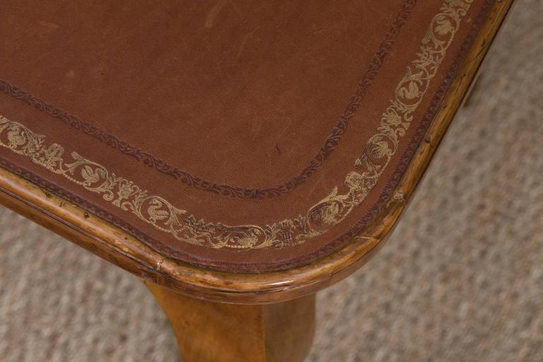 French Louis XV Style Writing Table For Sale 3