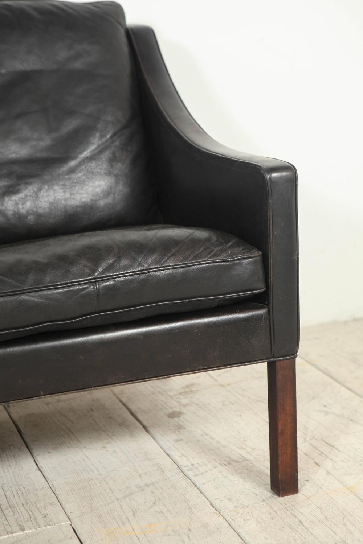 b rge mogensen black leather 2208 two seat sofa at 1stdibs. Black Bedroom Furniture Sets. Home Design Ideas