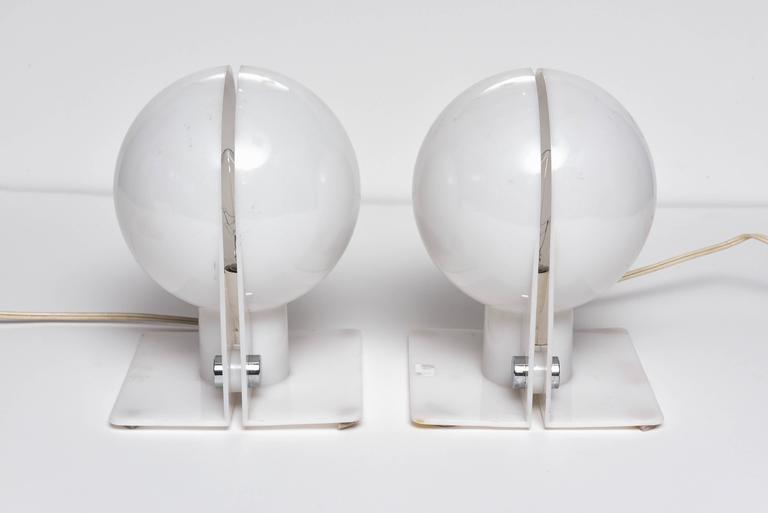 Pair of White Table Lamps, Modern, Vintage, Italian, by Brazzoli for Guzzini For Sale 3