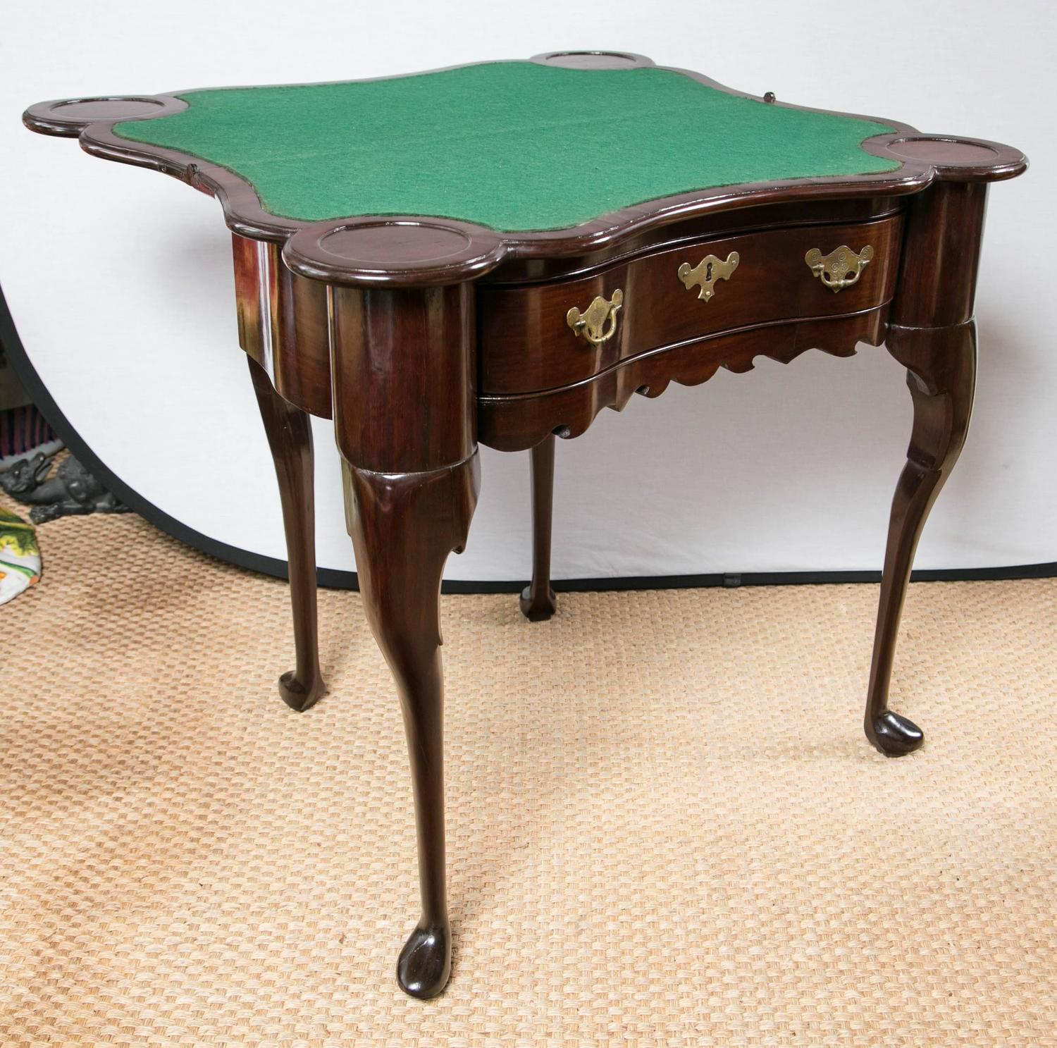 18th century mahogany flip top game table for sale at 1stdibs for Table th rotate