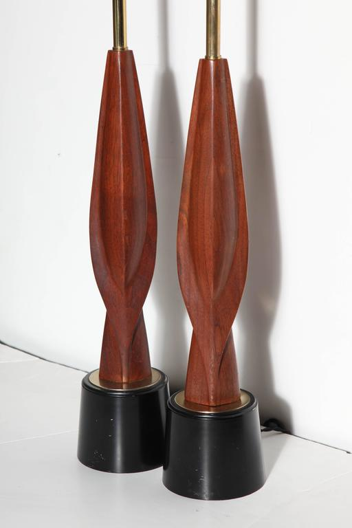 Tall Pair Laurel Lamp Co. Walnut & Black Enamel Biomorphic Table Lamps In Good Condition For Sale In Bainbridge, NY