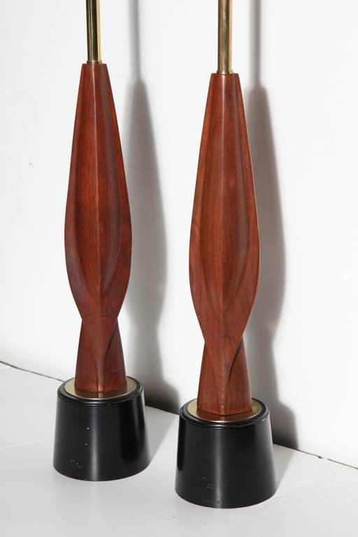 Tall Pair Laurel Lamp Co. Walnut & Black Enamel Biomorphic Table Lamps For Sale 3