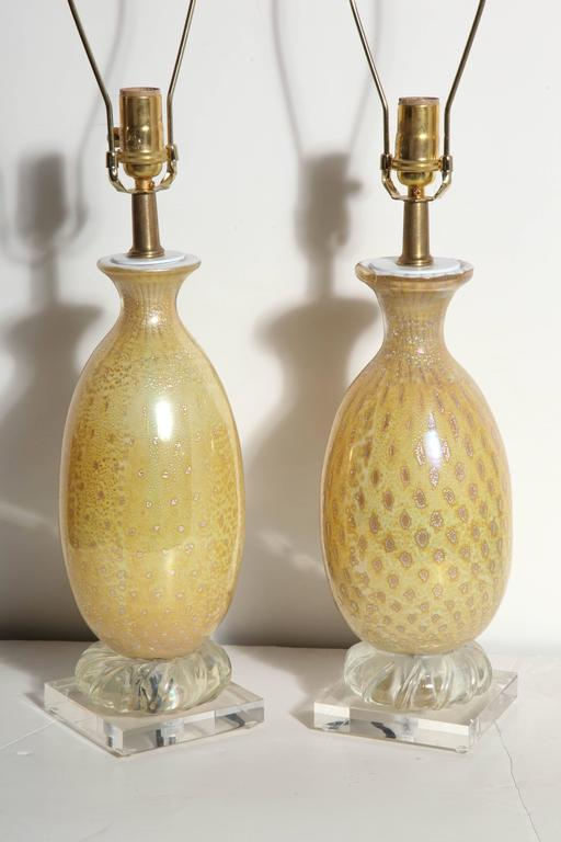 Pair of Yellow & White Murano Glass Table Lamps with Silver inclusions, 1950s  For Sale 1