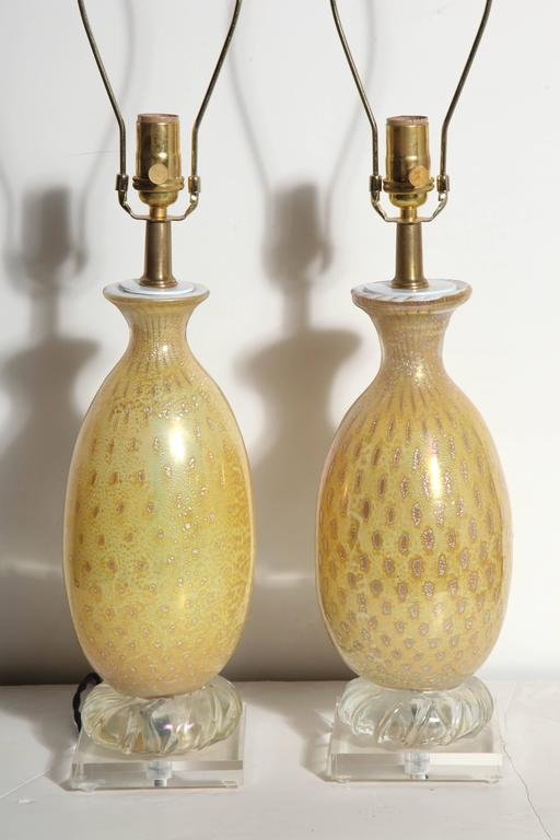 Pair of Yellow & White Murano Glass Table Lamps with Silver inclusions, 1950s  For Sale 5