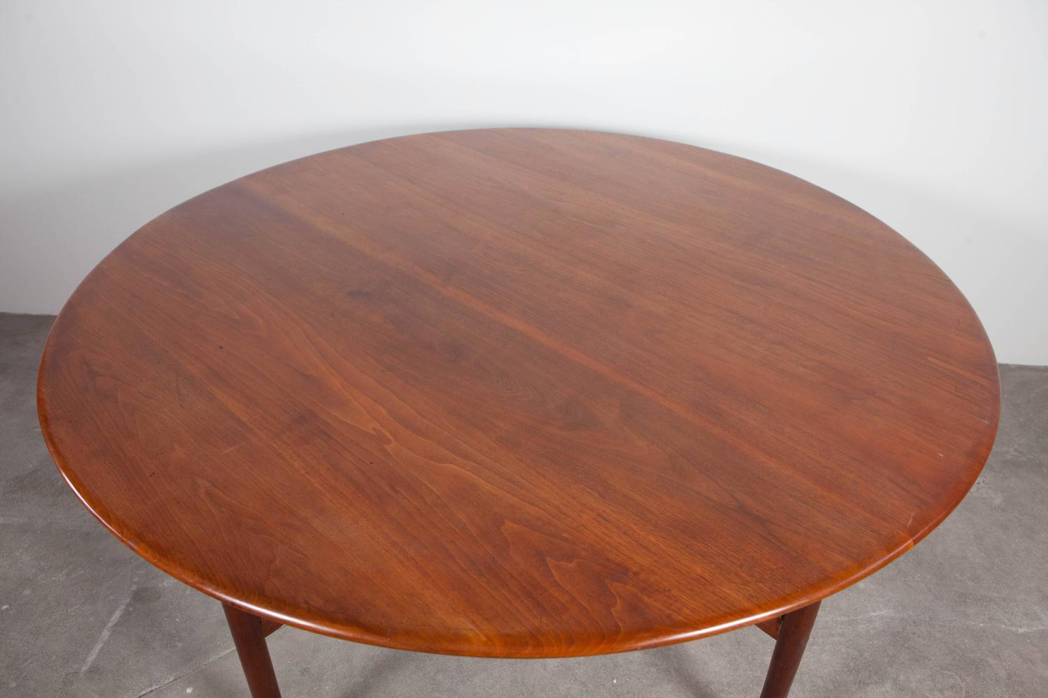 "Midcentury Round Dining Table With Detailed ""X"" Support"