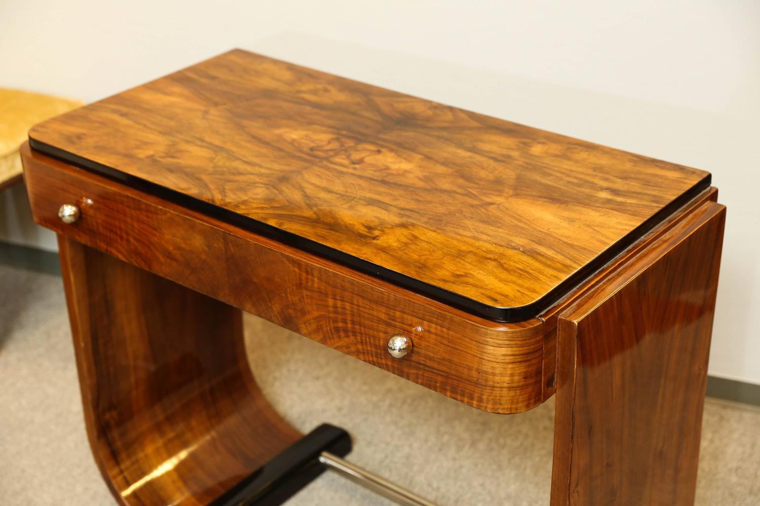 art deco walnut console at 1stdibs. Black Bedroom Furniture Sets. Home Design Ideas