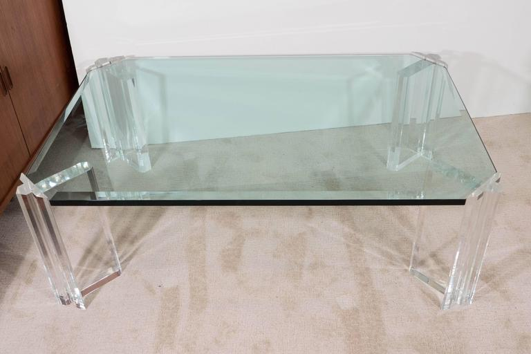 Beveled Glass Top Coffee Table On Lucite Legs In Good Condition For Sale In  New York