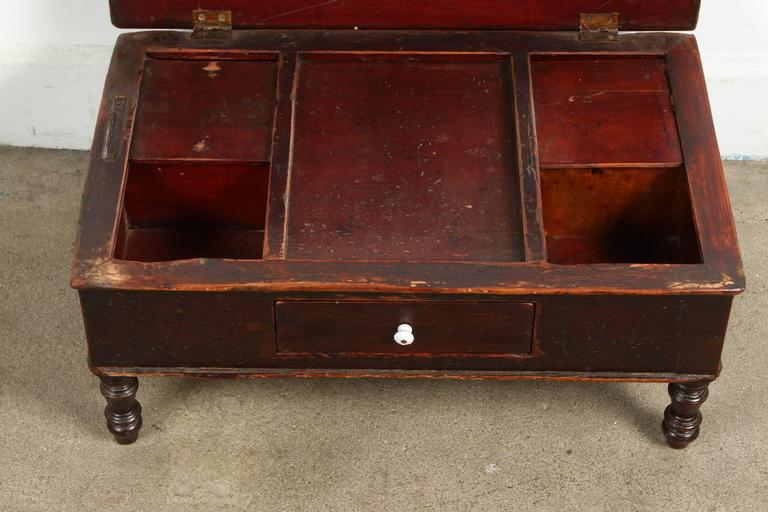 19th Century Victorian Mahogany Dressing Table Mirror with Jewelry Chest In Good Condition For Sale In Los Angeles, CA