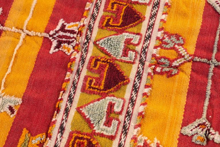 Moroccan Vintage Tribal Rug In Good Condition For Sale In Los Angeles, CA
