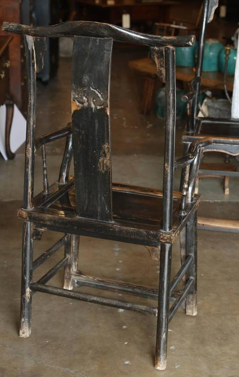 Early 20th Century Pair of Yoke Back Elm Armchairs For Sale