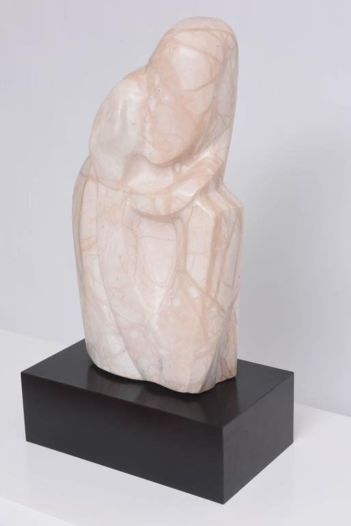 Marble Sculpture, Mother and Child Embracing, Beatrice Eiges, American  In Good Condition For Sale In West Palm Beach, FL