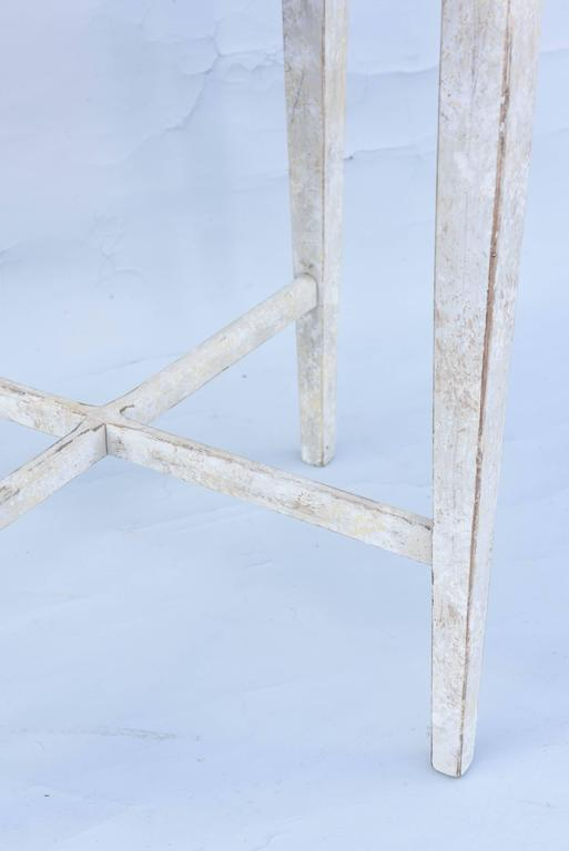 Painted Occasional Table with Mirrored Top In Excellent Condition For Sale In West Palm Beach, FL