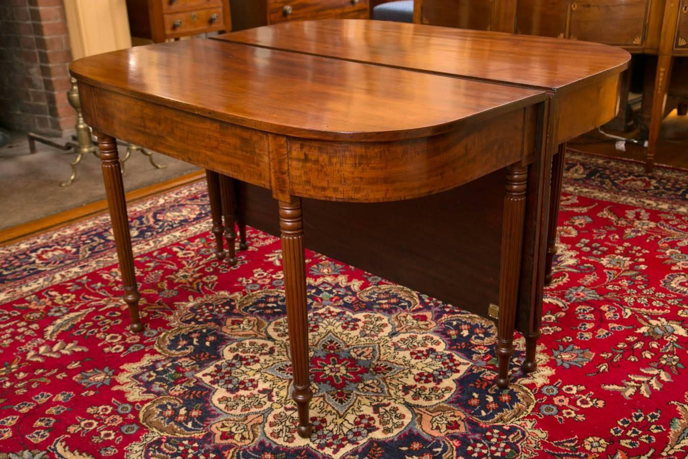 Early 19th century new england sheraton mahogany two part for Hades dining table th8