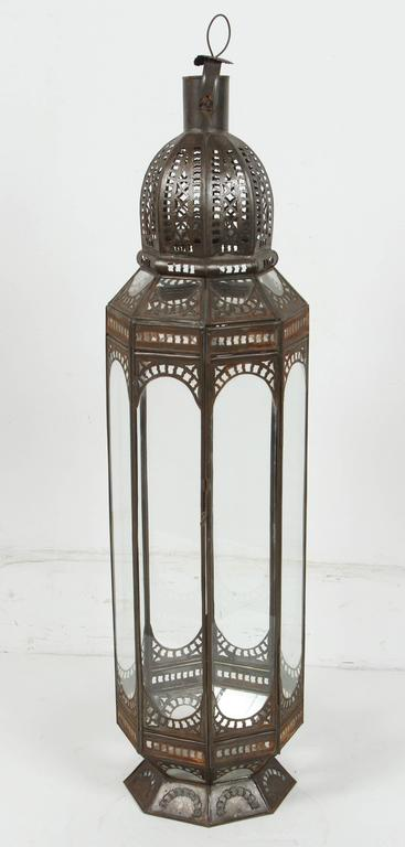 Set of Three Large Moroccan Moorish Clear Glass Lanterns In Good Condition For Sale In North Hollywood, CA