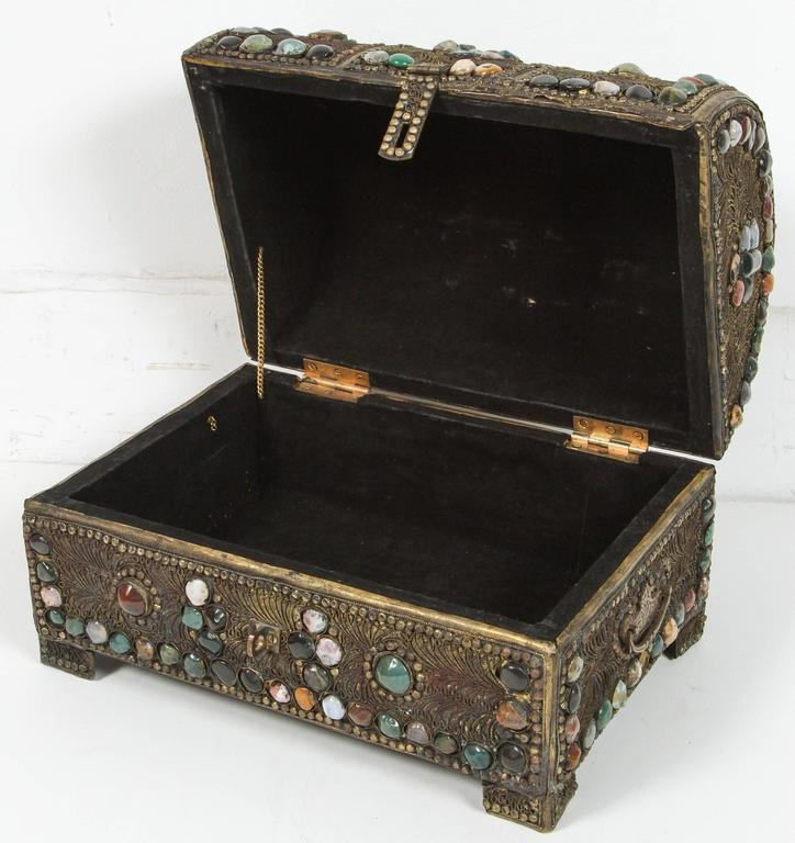 Large Vintage Inlaid Moroccan Wedding Jewelry Box In Excellent Condition For Sale In Los Angeles, CA