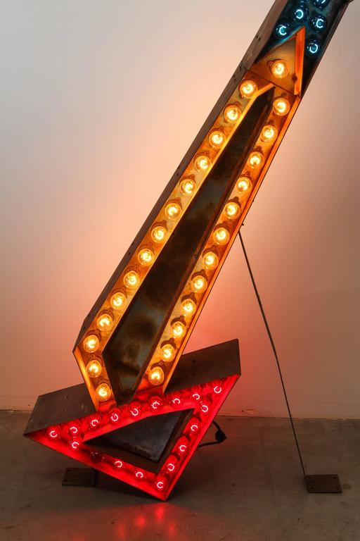 Mid-20th Century  Advertising Arrow Light 1940's For Sale