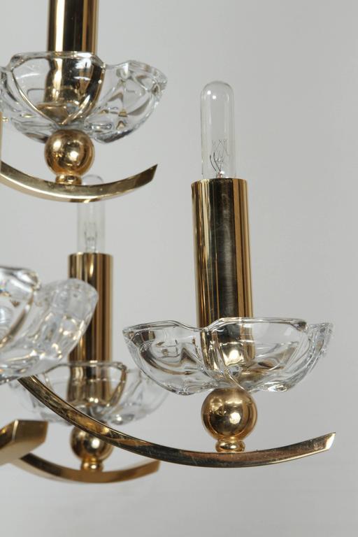 Elegant Twelve-Arm Polished Brass Chandelier For Sale 3