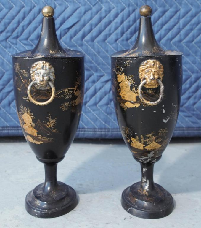 Pair of Early 19th Century Tole Piente Chestnut Urns with Chinoiserie Decoration In Good Condition For Sale In New Orleans, LA