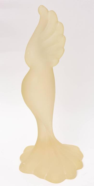 Mid Century Modern Resin Sculpture of a Parrot, Tall and Elegant In Good Condition For Sale In West Palm Beach, FL