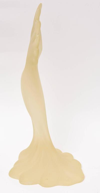 Mid Century Modern Resin Sculpture of a Parrot, Tall and Elegant For Sale 2