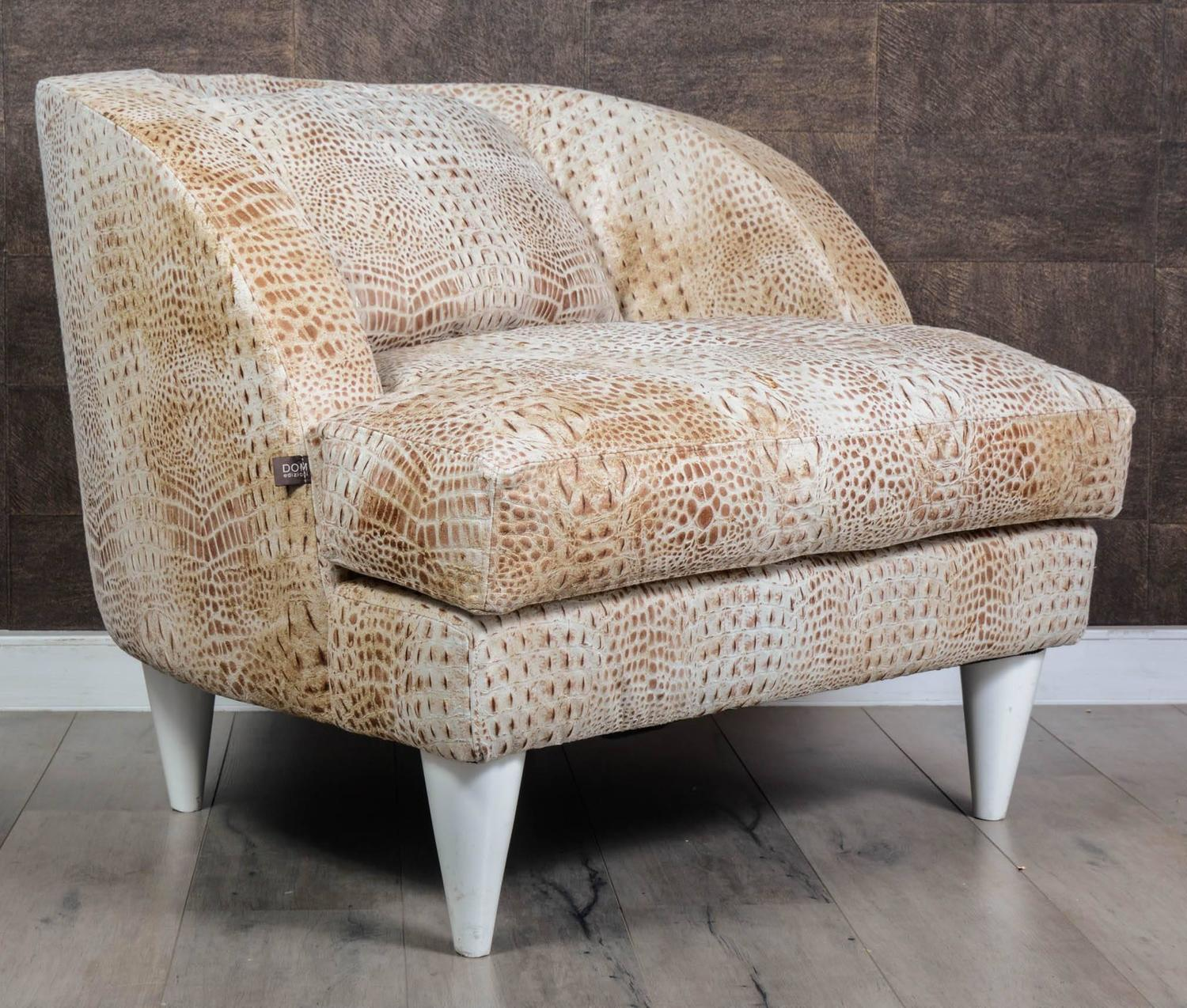 Large and comfortable pair of armchairs for sale at 1stdibs for Large comfy armchairs