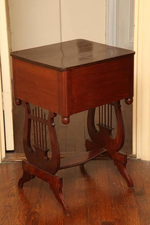 New York Classical Mahogany Lyre-Support Table For Sale 3