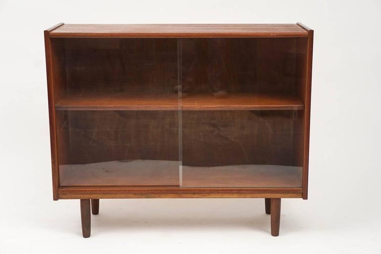 Small Teak Mid-Century Bookcase 2 - Small Teak Mid-Century Bookcase At 1stdibs