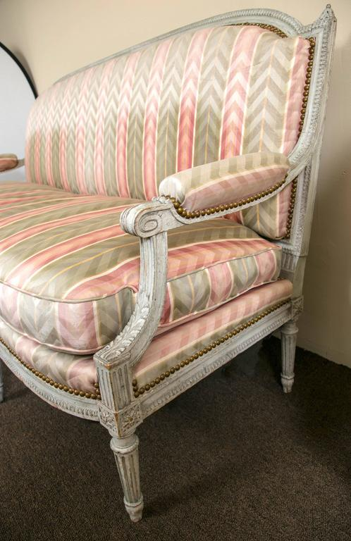Mid-20th Century Paint Decorated Frame Louis XVI Style Settee attributed to Jansen Detailed Sofa For Sale