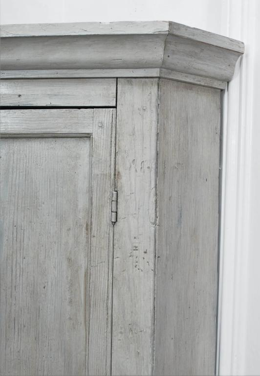 Early English White Wash Corner Cupboard with Scalloped Base 5