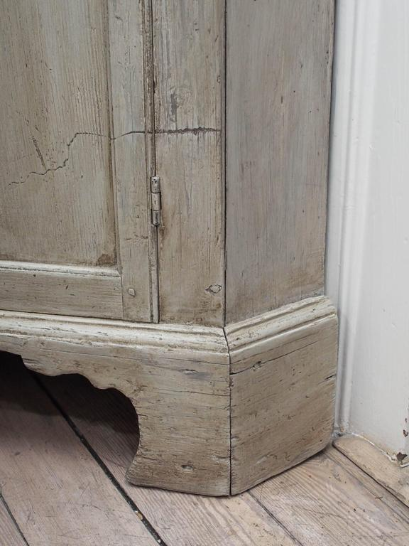 Early English White Wash Corner Cupboard with Scalloped Base 6