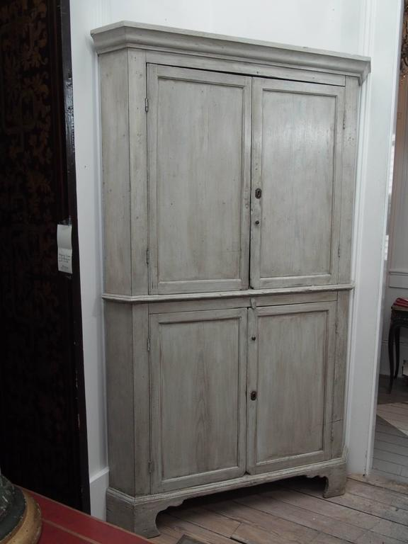 Early English White Wash Corner Cupboard with Scalloped Base 7