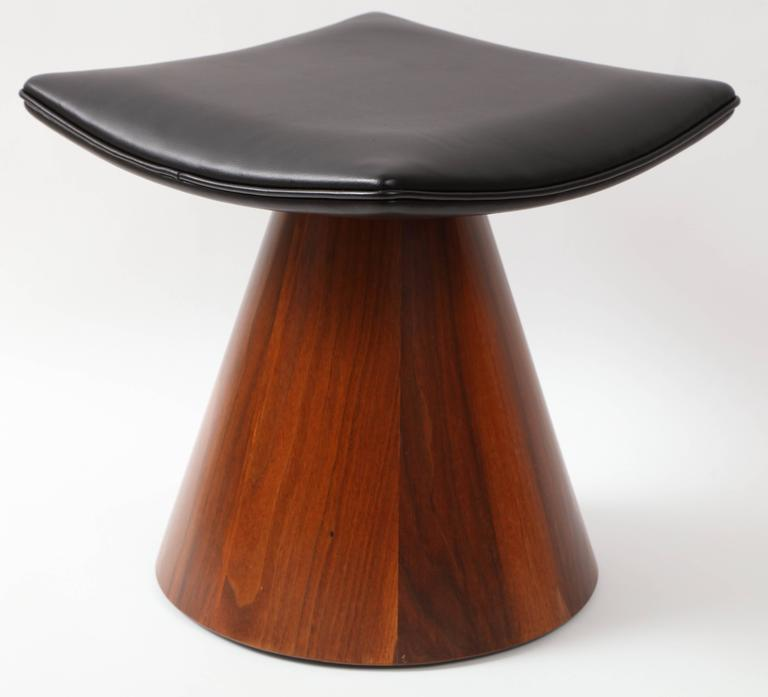 Veneer William Keyser Walnut and Leather Pedestal Stools, 1969 For Sale