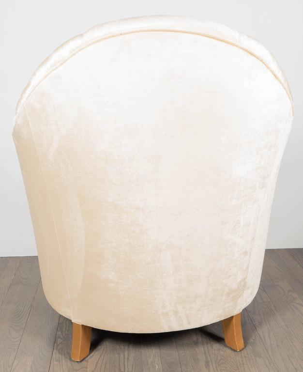 Elegant Pair of Channel-Back Art Deco Club Chairs in Cream Oyster Velvet For Sale 1