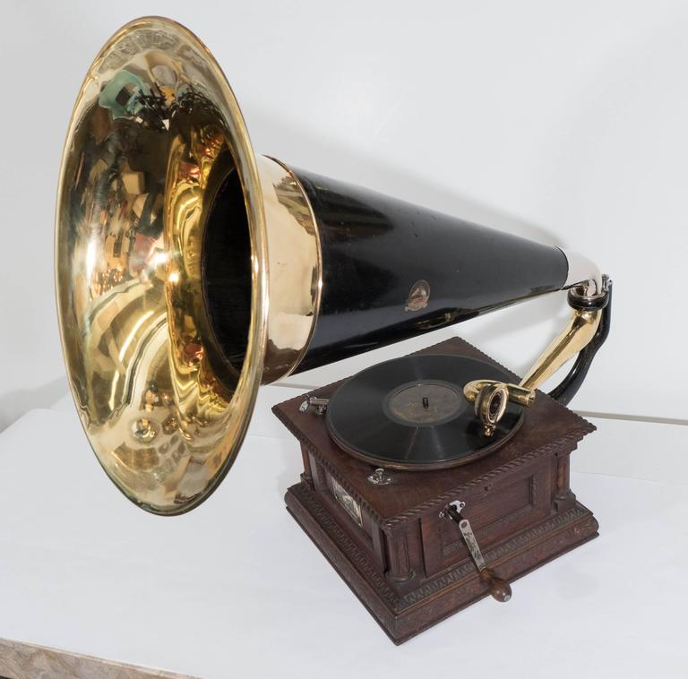 Early 20th Century Victor 'Monarch Special' Phonograph at ...