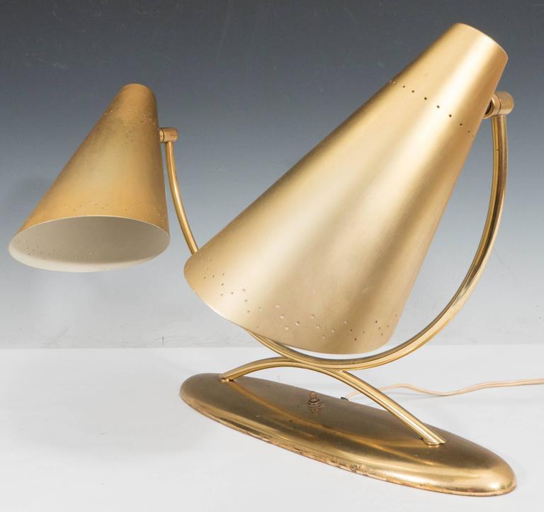 Mid-Century Modernist Two-Light Desk Lamp in Brass For Sale 2
