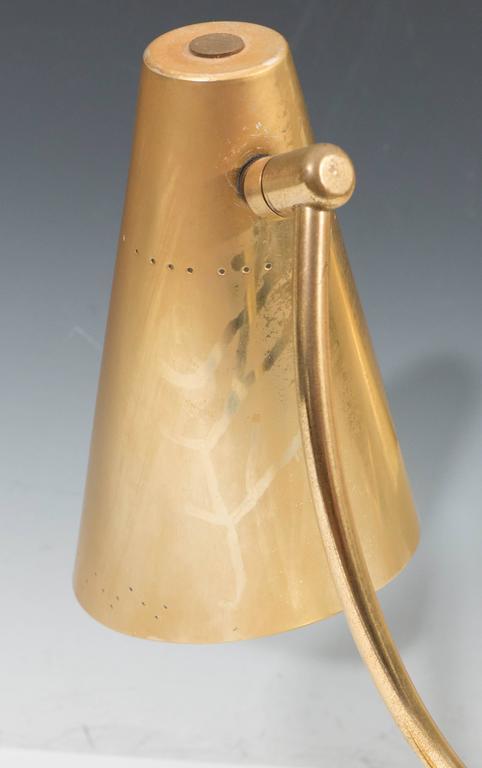 Mid-Century Modernist Two-Light Desk Lamp in Brass For Sale 5