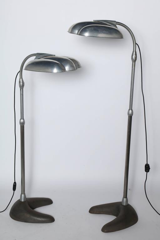 Single Sperti Sunlamp Inc. Adjustable Reading Floor Lamp in the style of Raymond Loewy. Featuring articulating machined grooved Clam Shell Aluminum Reflector Shades, tilting lamp head, extension rod, with heavy Dark Cast Iron boomerang base.
