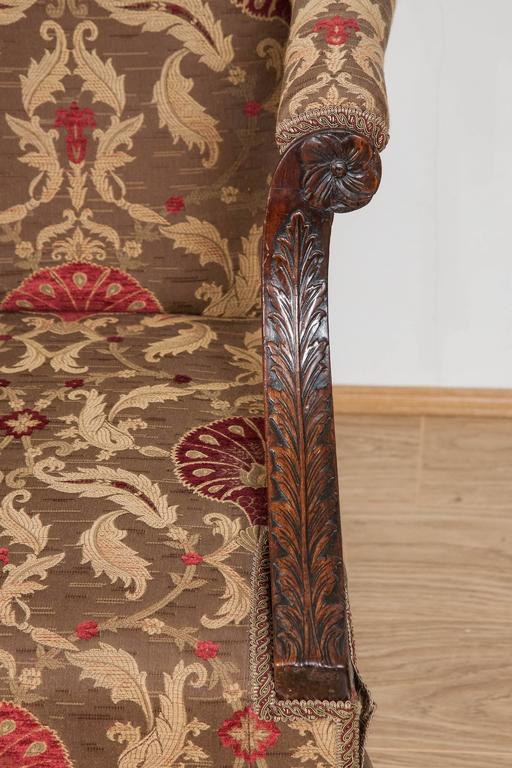 18th Century Settee, Mahogany Carved Cabriole Legs, 1750 In Good Condition For Sale In London, GB