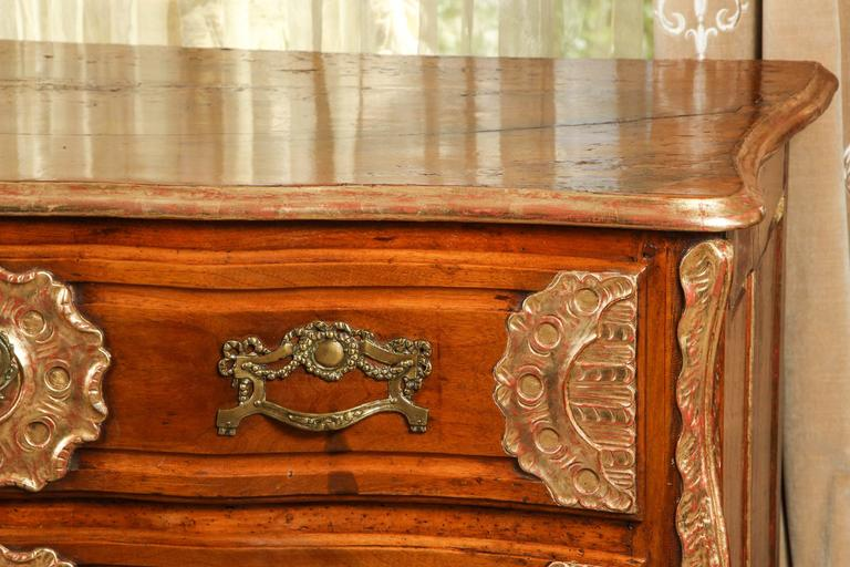 18th Century Lyonaise Three Drawer Walnut Commode In Excellent Condition For Sale In Los Angeles, CA