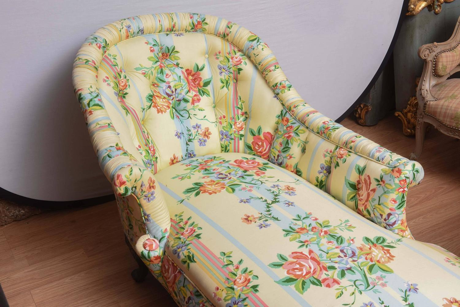 Fine 1940 S Chaise Lounge With Floral Pattern Fabric At