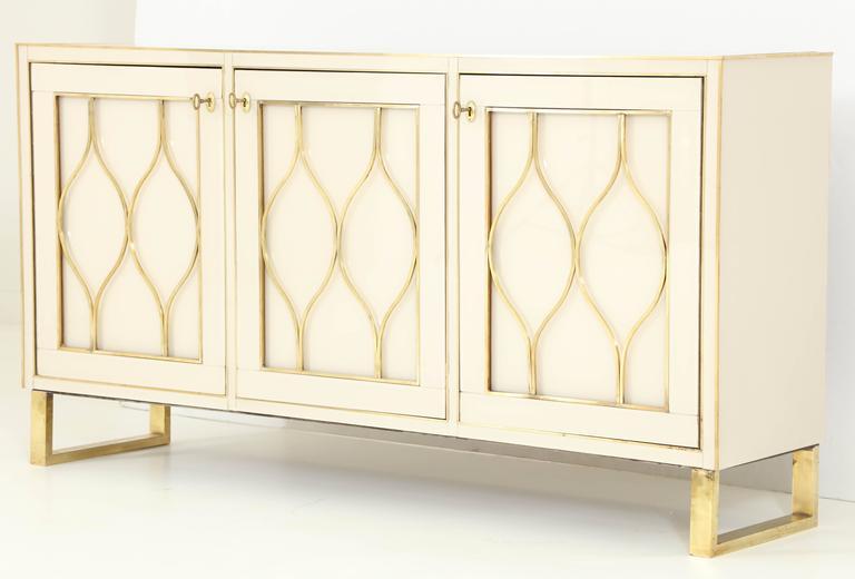 Mid-Century Italian Ivory Murano Glass Credenza with Brass Inlays 2